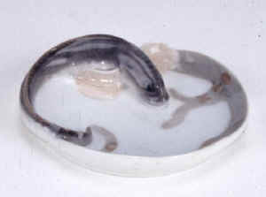 1139 Eel on ashtray.jpg (27875 byte)