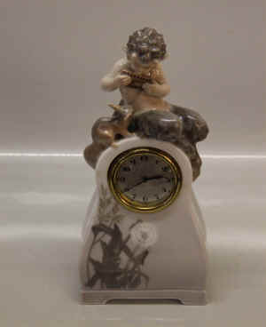 RC1922-1235Faun-on-Clocka.jpg (828906 byte)